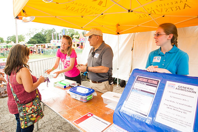 hnews_fri0701_Volunteers_Lakesidefest2.jpg