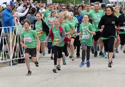 Candace H. Johnson-For Shaw Media The first group of runners take off during the Squeez'd Girls on the Run North 5K at the College of Lake County in Grayslake.Sixty schools and about 3400 runners participated in the event.(6/2/18)