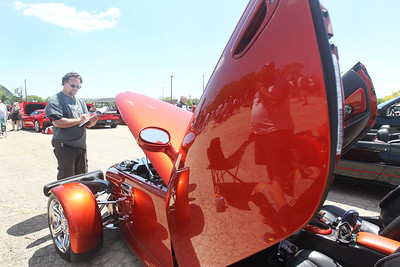 Candace H. Johnson-For Shaw Media Andy Linders, of Libertyville judges a 2001 Prowler owned by Rick Barkan, of Chicago during the Lambs Farm Champion Car Show in Libertyville. (6/2/19)