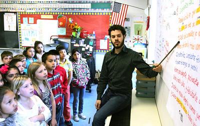 hnews_sat515_bilingual_teacher1