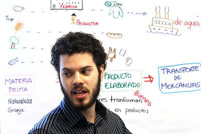 hnews_sat515_bilingual_teacher3