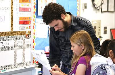 hnews_sat515_bilingual_teacher2