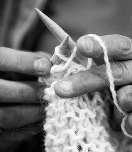 2A_adv_Hands_Knitting