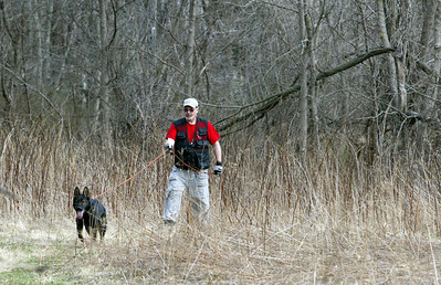 Dennis Schenk and Gus track a scent at the start of the training exercise in Hononegah Forest Preserve near Rockton, Il. (AP Photo - Northwest Herald/ H. Rick Bamman) ***CHICAGO LOCALS OUT***