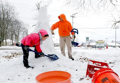 hnews_tue0324_Snowman.jpg