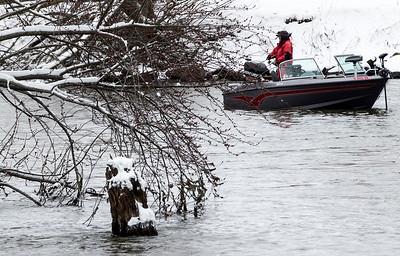 hnews_adv_snow_fishing.jpg
