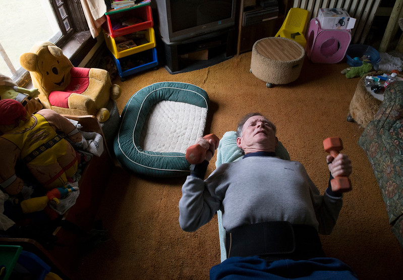 """John Konstantaras - For Shaw Media """"Crazy Patrick"""" Howden, 73, sets a record doing 5,800 reps with 8-pound weights in his home on Sunday, March 26, 23017 in Harvard."""