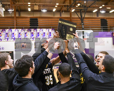 Hinsdale South boys basketball in regionals