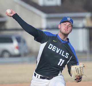 Candace H. Johnson-For Shaw Media Warren's Evan Hill delivers a pitch against Grayslake North in the fourth inning at Warren Township High School in Gurnee. Warren won 5-1.(3/19/18)