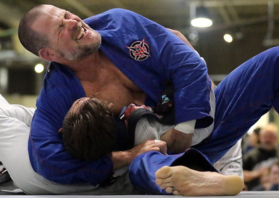 hnews_0330_Wanderlust_Grappling_01