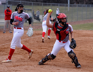 nwh.040118.sprts.softball.Huntley
