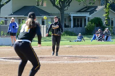 LT. vs. HS softball regional semi