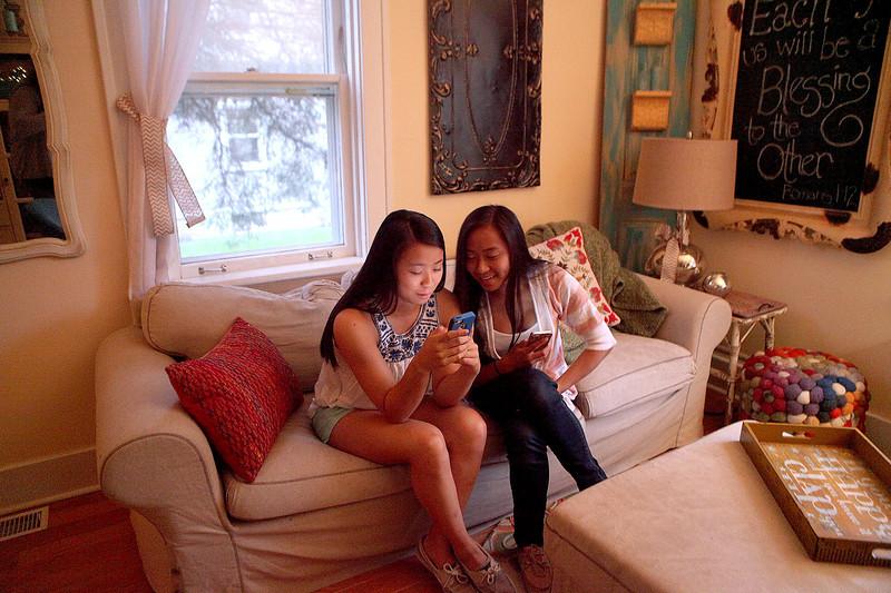 knews_sat_517_Claire&Lia3