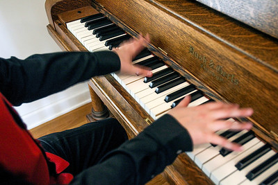 STYLE_adv_OldTime_Piano_Playing_3.jpg