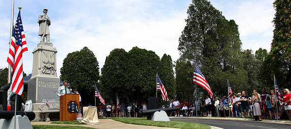 Jeff Krage – For Shaw Media VFW 7706 member Paul Corwin speaks to a crowd which gathered for a Memorial Day service at Evergreen Cemetery following Monday's parade.  Barrington 5/26/14