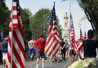 Jeff Krage – For Shaw Media People gather for a short Memorial Day service at Evergreen Cemetery following Monday's parade.  Barrington 5/26/14