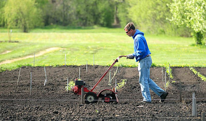 hnews_sat507_urban_farmer