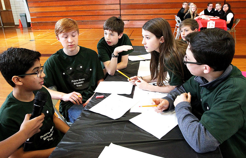 hnews_fri405_scholastic_bowl1