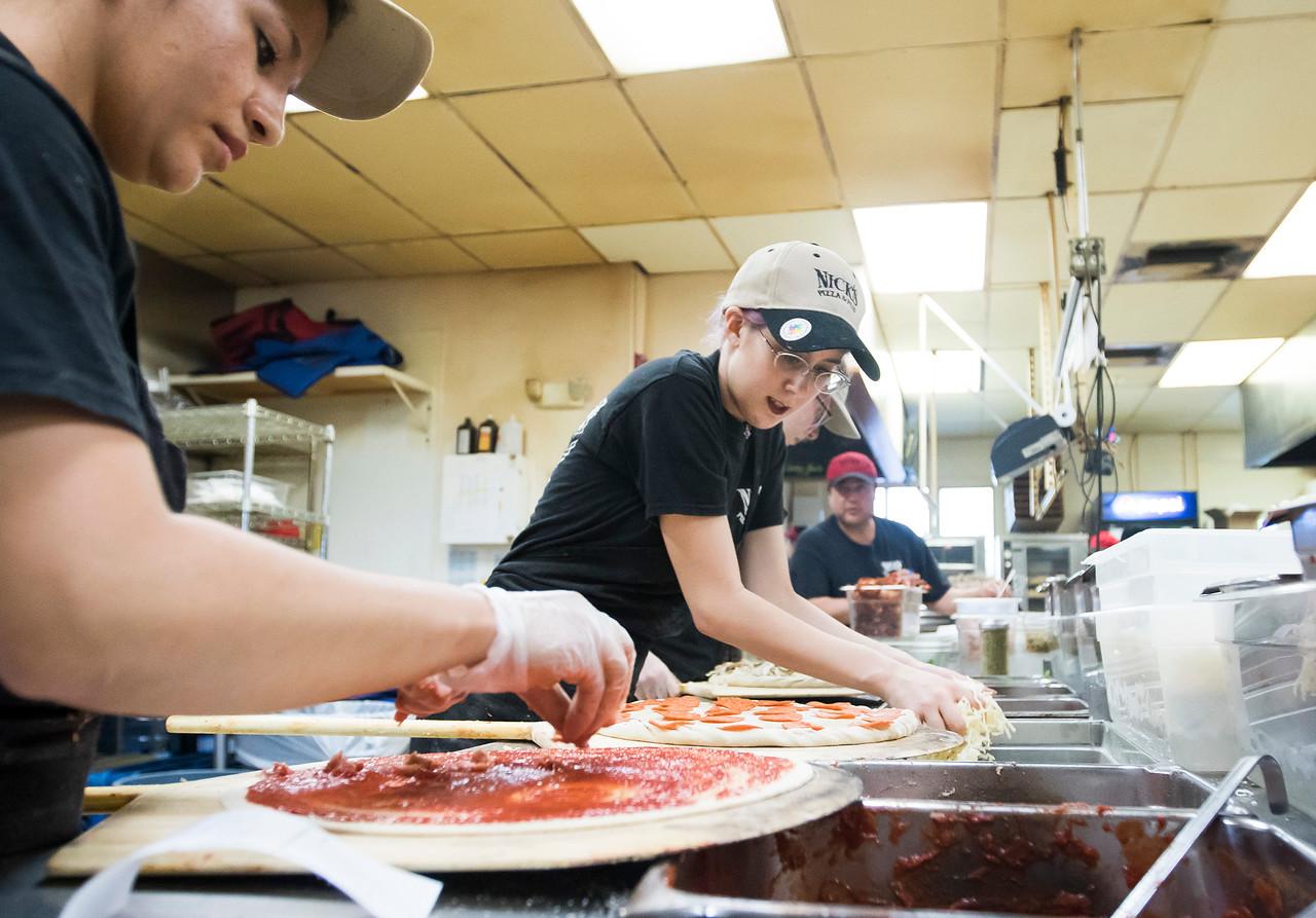hnews_adv_Nicks_Pizza_03.jpg