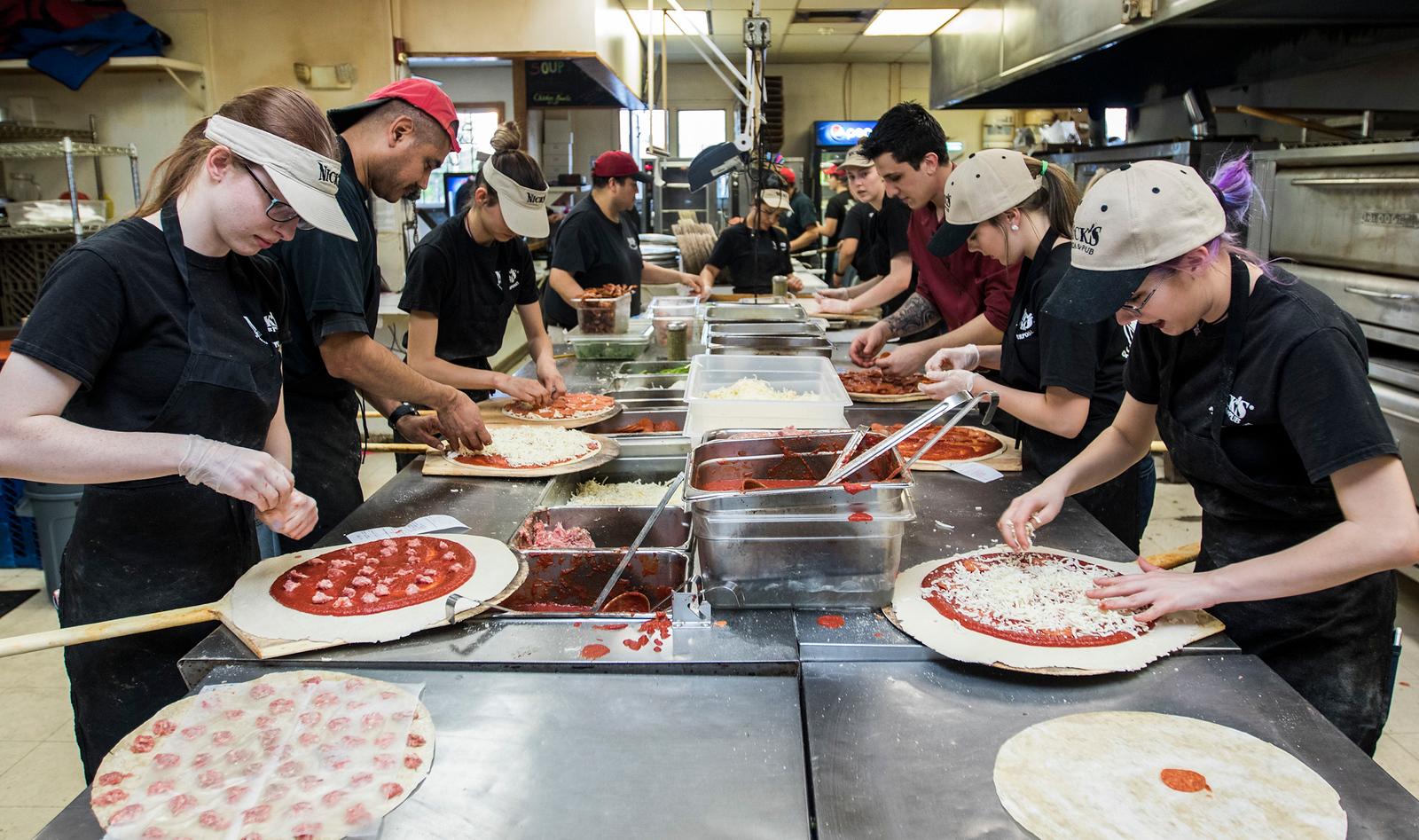 hnews_adv_Nicks_Pizza_04.jpg