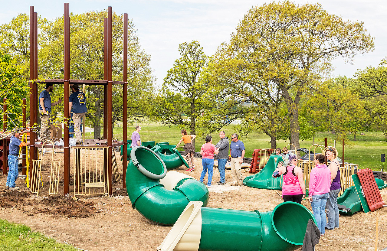 hnews_adv_mar_oaks_playground07