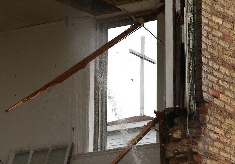 hnews_thu518_schoolhouse_demolition2