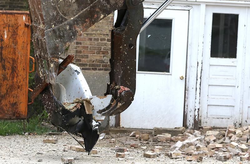 hnews_thu518_schoolhouse_demolition4