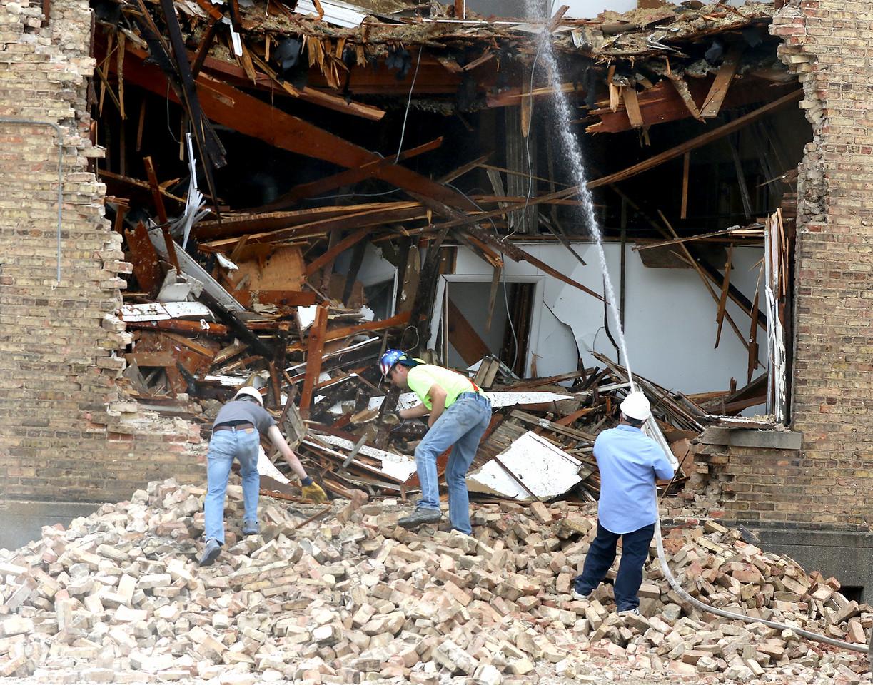 hnews_thu518_schoolhouse_demolition3