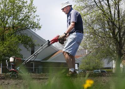hnews_0508_Community_Gardener_05