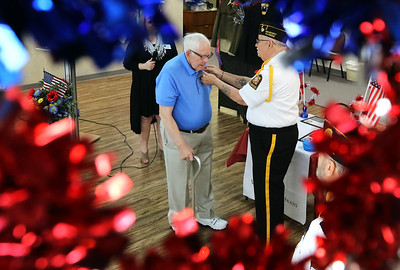 hnews_0517_Veterans_Pinning_01