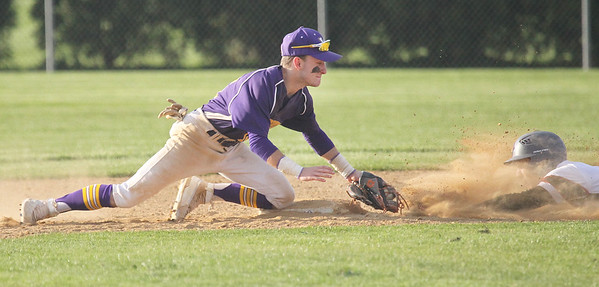 Candace H. Johnson-For Shaw Media Wauconda's Keegan Henley tags out Antioch's Austin Andrews on second in the sixth inning at Antioch Community High School. Wauconda won 5-3. (5/14/19)
