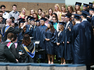 CaryGrove_Senior_Graduation_051819_p9