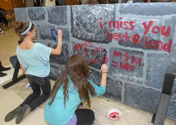 LT students build Berlin Wall