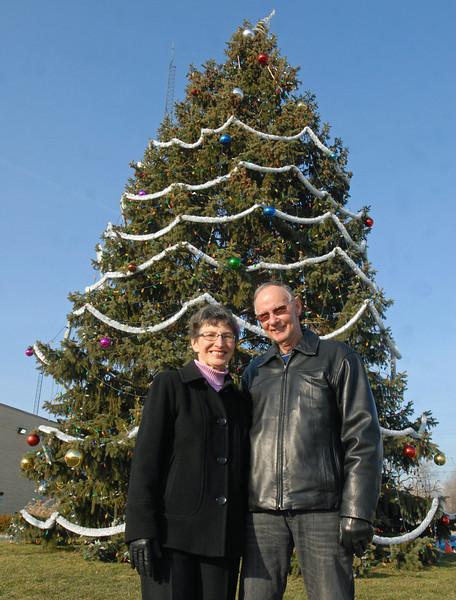 Phillips donate Christmas tree