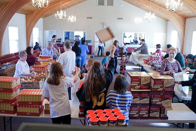 West Hills Community Church gives out turkeys