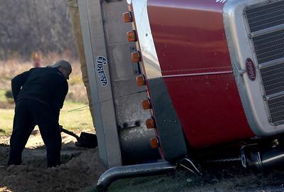 hnews_fri1120_overturned_truck_04