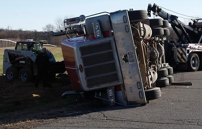 hnews_fri1120_overturned_truck_05