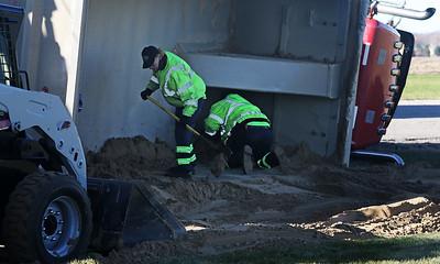 hnews_fri1120_overturned_truck_01