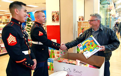 LCJ_1124_GurneeM_Toys_For_Tots_A