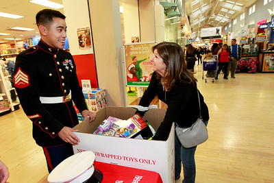 LCJ_1124_GurneeM_Toys_For_Tots_B