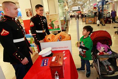 LCJ_1124_GurneeM_Toys_For_Tots_F