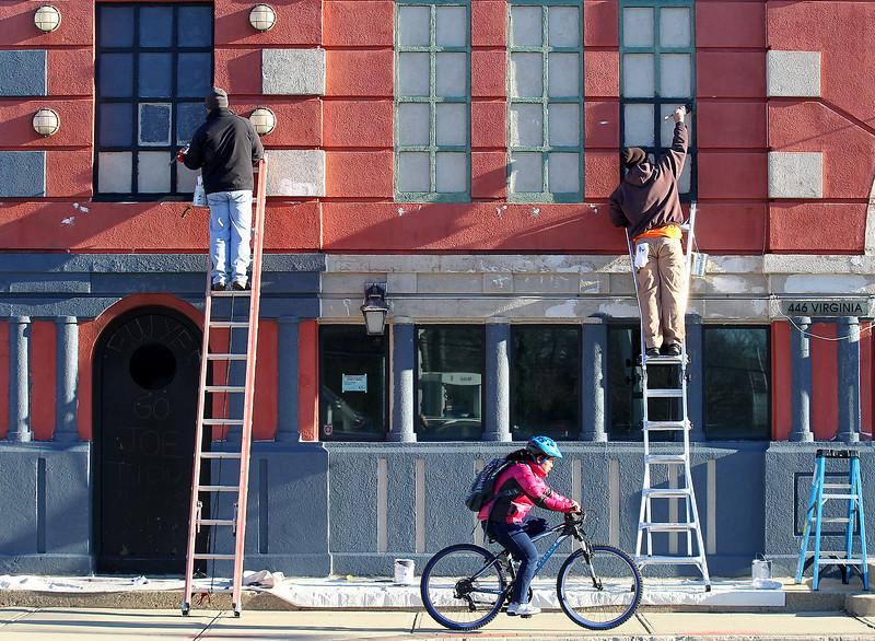 hnews_fri1201_cycle_painters