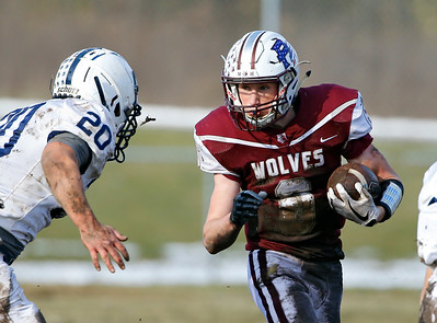 Prairie Ridge Wolves' Taidhgin Trost (6) runs the ball as the Wolves defeated the Cary-Grove Trojans 14-13 in a Class 6A IHSA football quaterfinal playoff game on Saturday, November 16, 2019, in Crystal Lake, Ill.