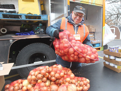 Candace H. Johnson-For Shaw Media Volunteer Wayne Vivirito, of Lake Villa helps to distribute onions to clients at the Rx Mobile Pantry at the Round Lake Library. The next pantry will arrive at the library on December 3rd from 12-2:00 pm. (11/19/19)