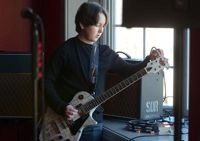 20121026-Will O'Neil sixth-grade guitar player (MB)
