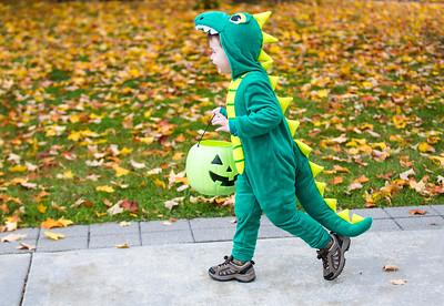 hnew_tue1101_Halloween_Handout_01.jpg
