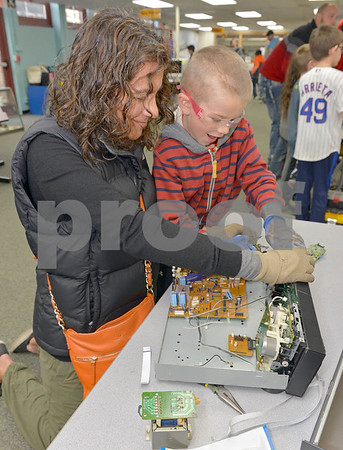 Mini Maker Faire at the School District 102 Science Center
