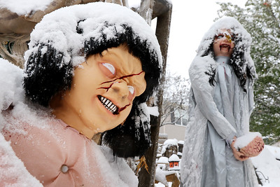 hnews_1031_Halloween_Snow