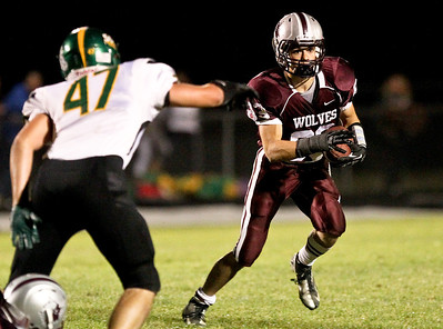 Josh Peckler - Jpeckler@shawmedia.com Prairie Ridge's Ross Carpenter runs the ball against Crystal Lake South during the second quarter at Prairie Ridge High School Friday, September 28, 2012.