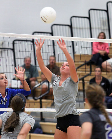 Jeff Krage – For the Kane County Chronicle<br /> St. Charles North's Emily Belz sets the ball during Tuesday's match against visiting Geneva.<br /> St. Charles 9/18/12